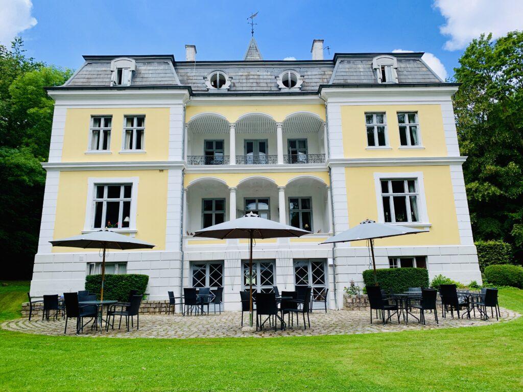 Liselund slot park tæt på Møns klint