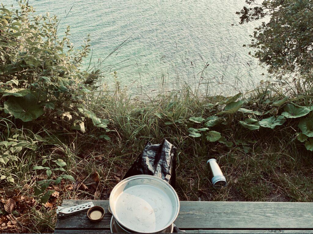 Morgenmad med udsigt over havet ved Pomleranden camping